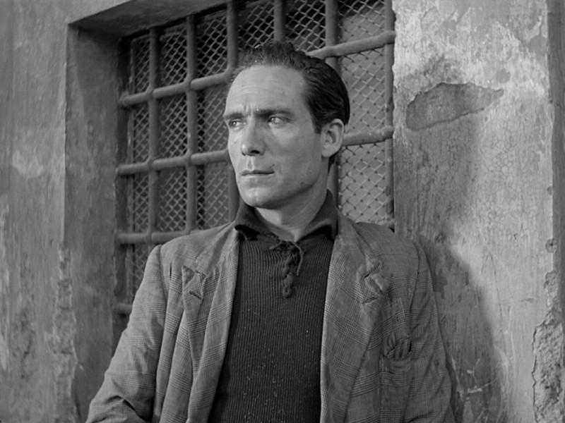 Lamberto Maggiorani in una sequenza di Ladri di biciclette (1948)