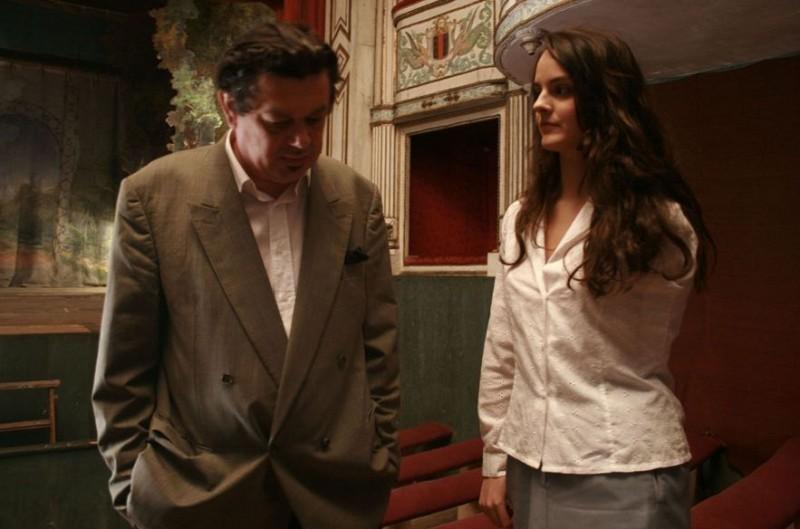 Noémie Merlant in L'orpheline avec en plus un bras en moins con Pasquale d'Inca