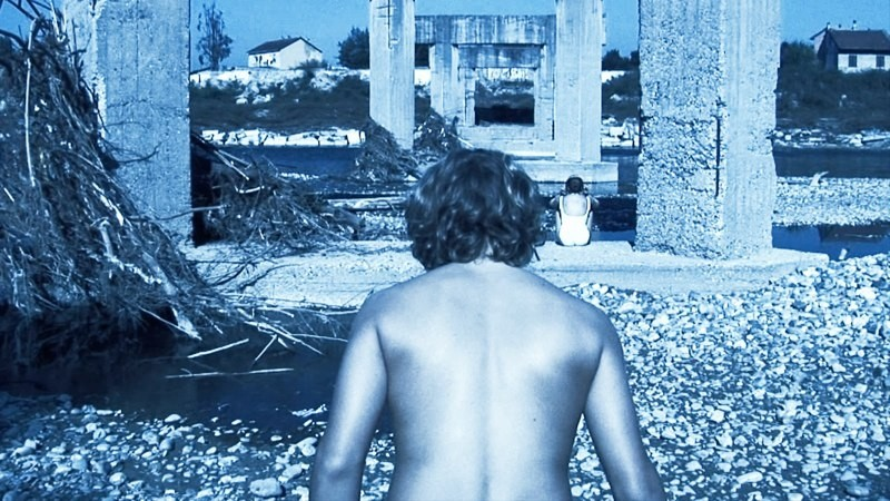 Una suggestiva immagine tratta dal film Sleeping Around