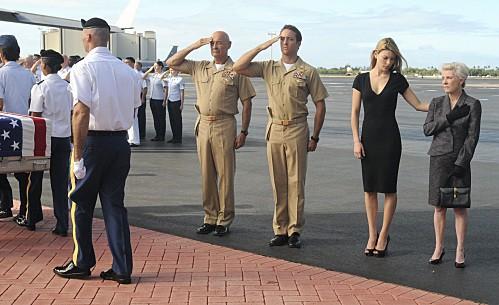 Hawaii Five-0: Terry O'Quinn, Alex O'Loughlin, Lauren German e Patty Duke nell'episodio Mea Makamae