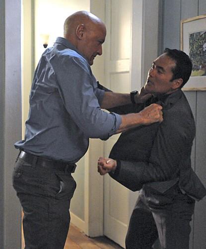 Hawaii Five-0: Terry O'Quinn e Mark Dacascos in una scena dell'episodio Ka Hakaka Maikai