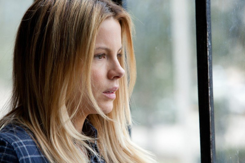 Kate Beckinsale in Contraband