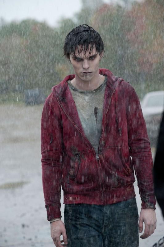 Lo zombie Nicholas Hoult in una scena di Warm Bodies