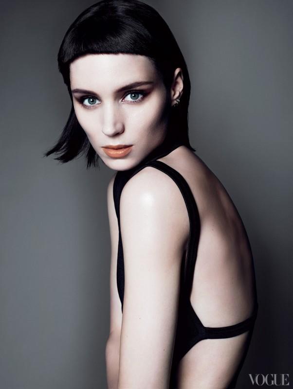 Rooney Mara in una sensuale immagine promozionale sulla copertina di Vogue