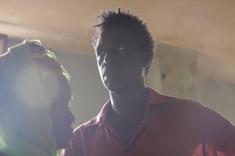 Saül Williams iin un'immagine durante le riprese del film Aujourd'hui