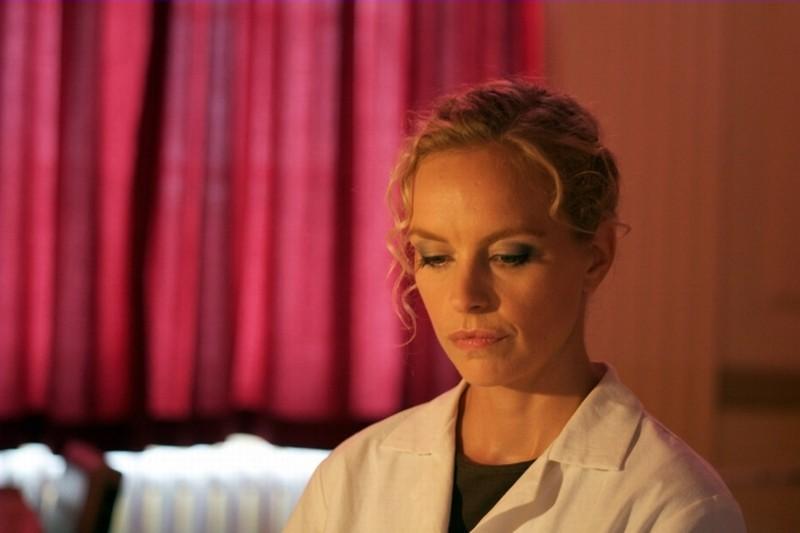 Barbara: Nina Hoss in una scena del film