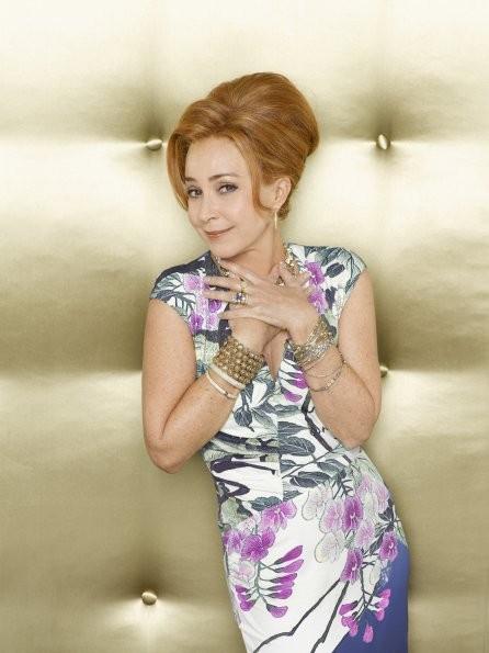 GCB: Annie Potts nel ruolo di Gigi Stopper in una foto promozionale della serie