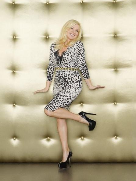 GCB: Jennifer Aspen è Sharon Peacham in una foto promozionale della serie
