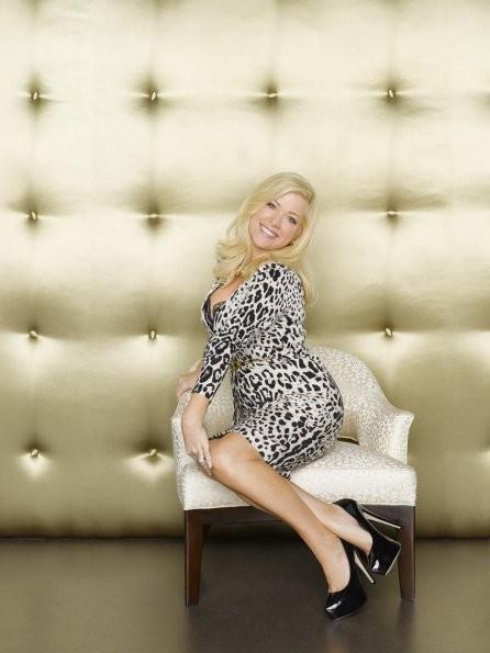 GCB: Jennifer Aspen è Sharon Peacham in una immagine promozionale della serie