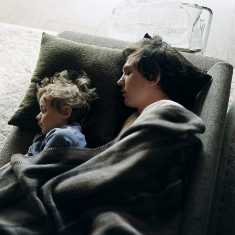 Home for the Weekend: Lars Eidinger in una tenera scena del film
