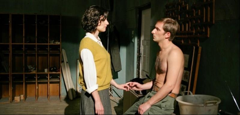 In the Land of Blood and Honey: Zana Marjanovic insieme a Goran Kostic in una scena del film