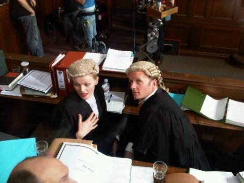 Maxine Peake e Rupert Penry Jones sul set della serie britannica Silk