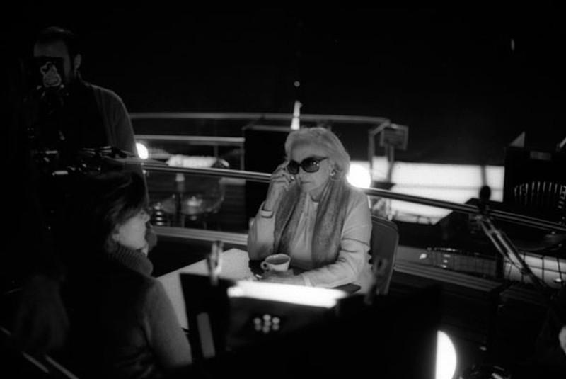 Tabu: Laura Soveral sul set del film si prepara ad una scena