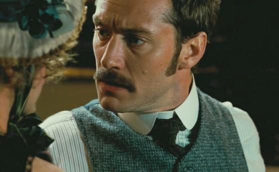 Jude Law in una scena di Sherlock Holmes: Gioco di ombre