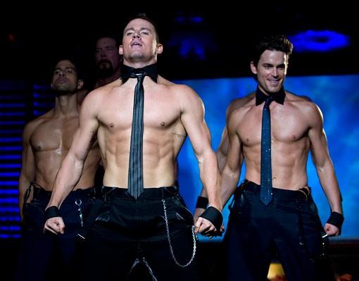 Channing Tatum in azione durante uno spogliarello in una scena di Magic Mike