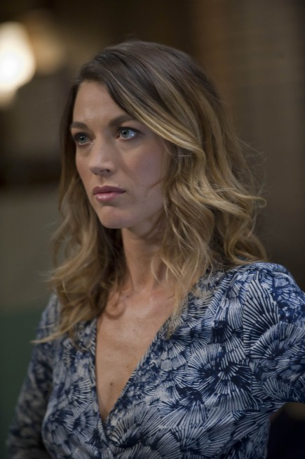 Justified: Natalie Zea nell'episodio Full Commitment