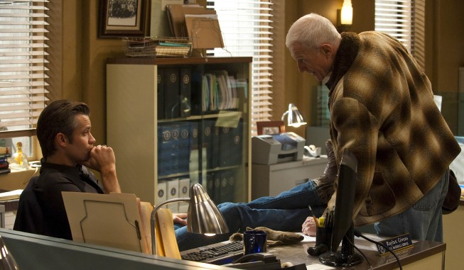 Justified: Timothy Olyphant e Raymond Berry nell'episodio Cottonmouth