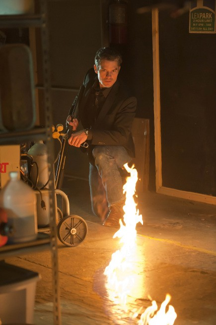 Justified: Timothy Olyphant in un momento dell'episodio Debts and Accounts