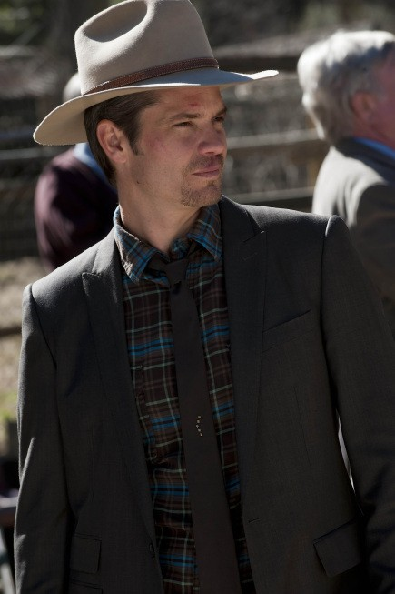 Justified: Timothy Olyphant in una scena dell'episodio The Spoil