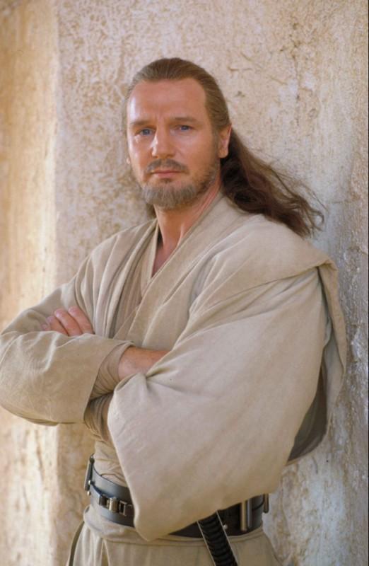 Liam Neeson nei panni del maestro Jedi Qui-Gon Jinn in una foto promozionale di Star Wars: Episode I - La minaccia fantasma 3D