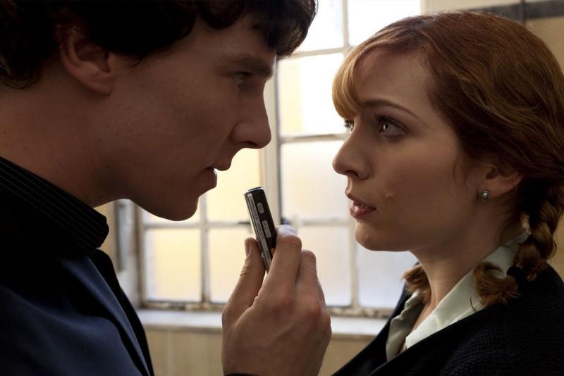 Benedict Cumberbatch e Katherine Parkinson a confronto in una scena di The Reichembach Fall