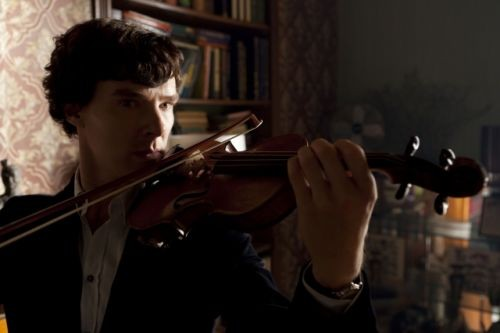 Benedict Cumberbatch suona il violino in The Reichembach Fall