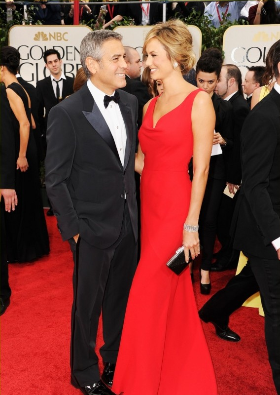 George Clooney e Stacy Keibler sul tappeto rosso dei Golden Globes 2012
