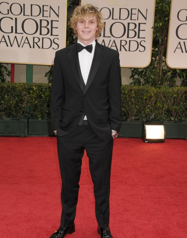 Golden Globes 2012: Evan Peters di American Horror Story sul tappeto rosso