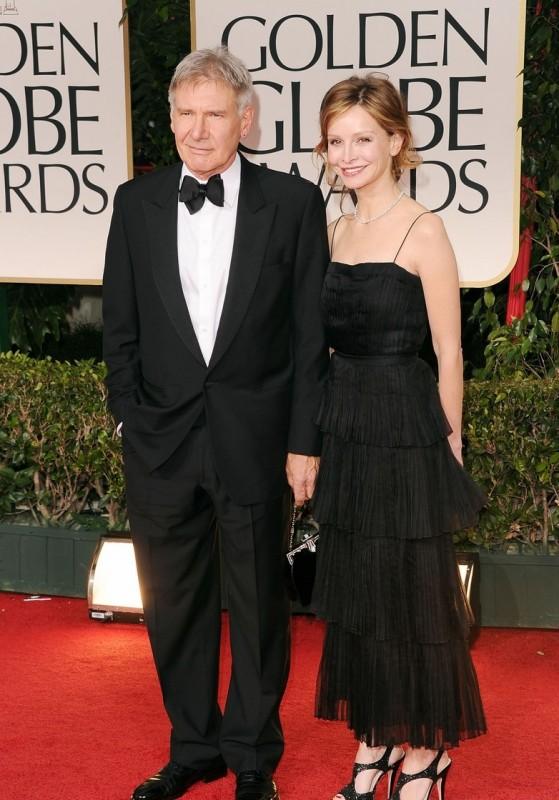 Harrison Ford e Calista Flockhart sfilano sul tappeto rosso dei Golden Globes 2012