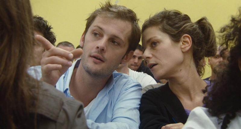 Marina Foïs in una scena del film Polisse insieme a Nicolas Duvauchelle