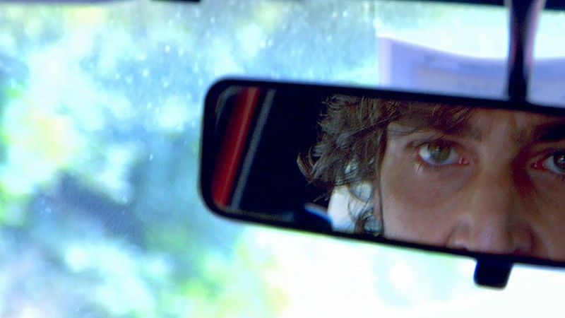 Sulla strada di casa: Daniele Liotti in auto in una scena del film