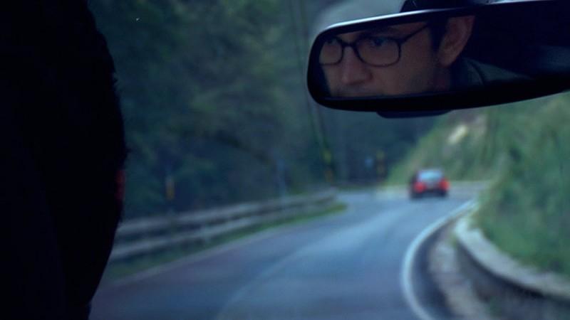 Sulla strada di casa: Vinicio Marchioni in auto in una scena del film
