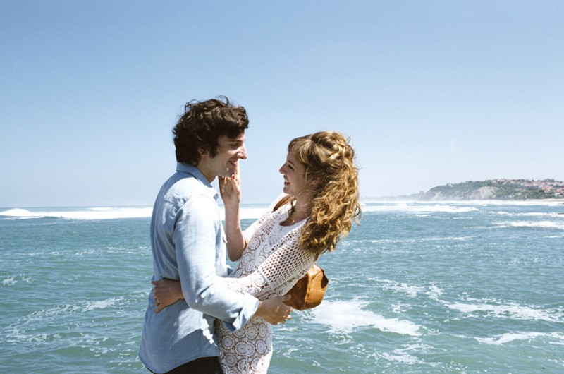 Gaspard Proust e Louise Bourgoin in L'Amour dure trois ans