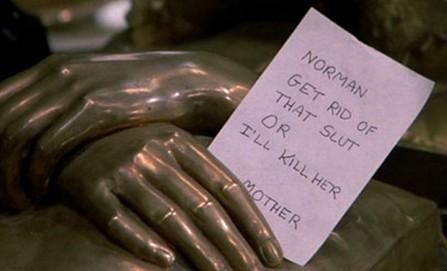 Psycho II: uno degli inquietanti messaggi che Norman riceve da sua madre.