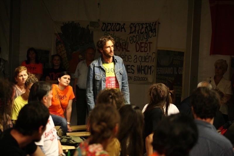 Diaz - Non pulire questo sangue: Ignazio Oliva in una scena del film