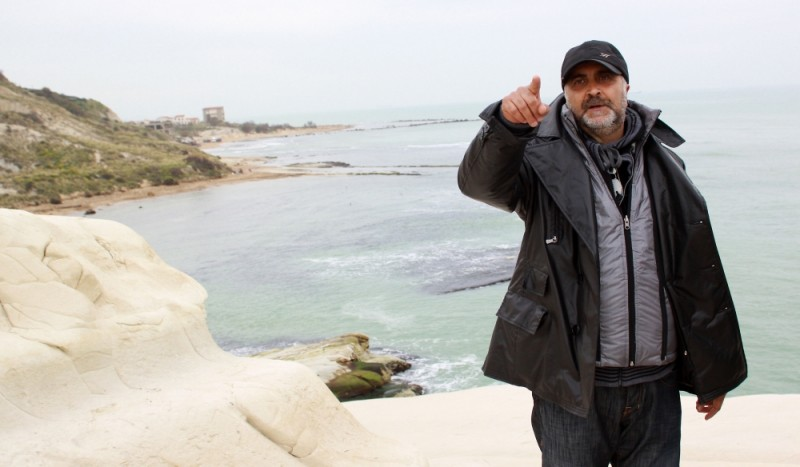 Il regista Rocco Mortelliti sul set del film La scomparsa di Patò