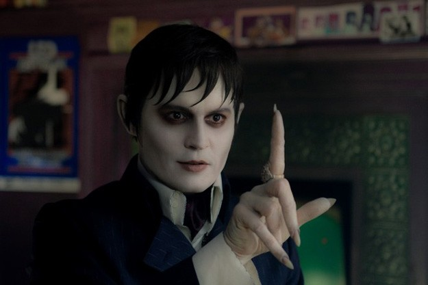 Johnny Depp nei panni di Barnabas Collins in un primo piano di Dark Shadows