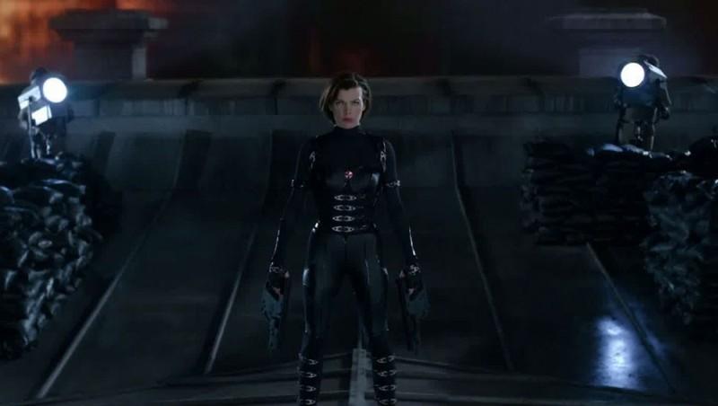 Milla Jovovich di nuovo nei panni di Alice in una scena di Resident Evil: Retribution