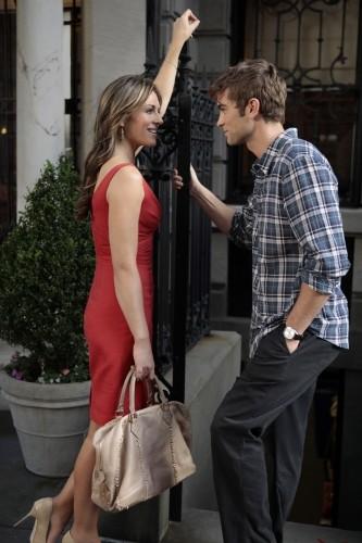 Gossip Girl: Elizabeth Hurley e Chace Crawford in una scena dell'episodio Beauty and the Feast