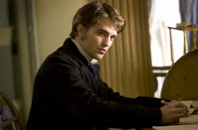 Bel Ami: Robert Pattinson in una scena del film diretto da Declan Donnellan e Nick Ormerod