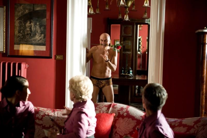 Claudio Bisio in una divertente versione sexy-leopardata di Benvenuti al Nord