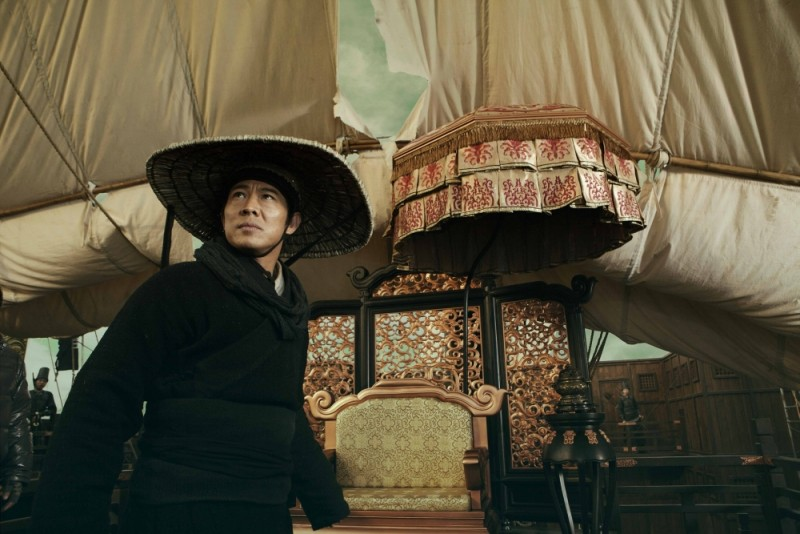 Jet Li in una scena del film d'azione The Flying Swords of Dragon Gate