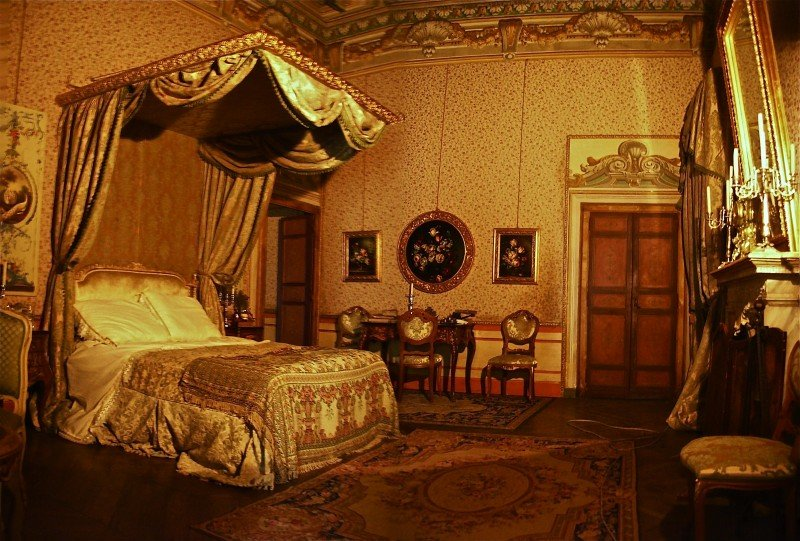 La figlia di Elisa ritorno  a Rivombrosa - scenografia della camera di Agnese realizzata da G. Pirrotta