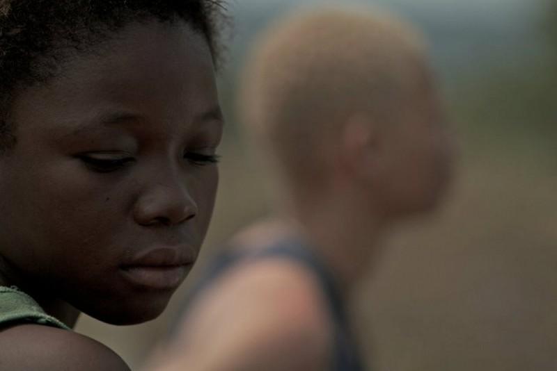 Rebelle: Rachel Mwanza in una scena del film