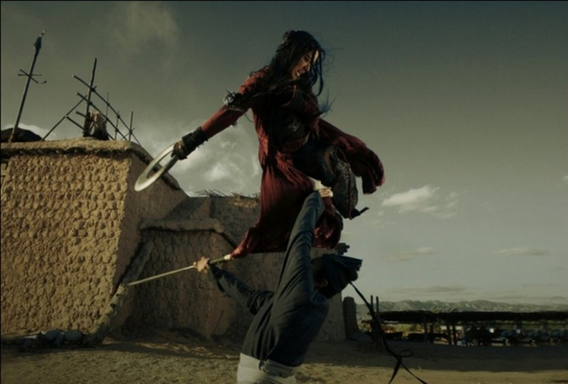 The Flying Swords of Dragon Gate: Lunmei Kwai in un'acrobatica scena del film
