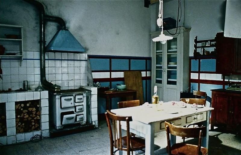 Dichiarazioni d'amore - scenografia di una cucina realizzata da G. Pirrotta