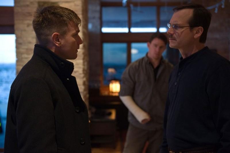 Ewan McGregor in una scena di Knockout - Resa dei conti insieme a Bill Paxton