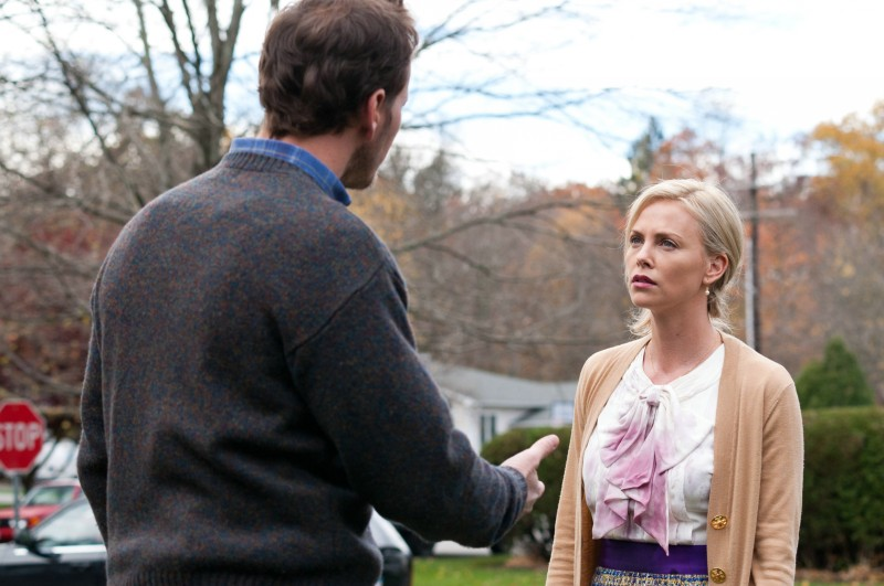 Patrick Wilson insieme a Charlize Theron in una scena del film Young Adult