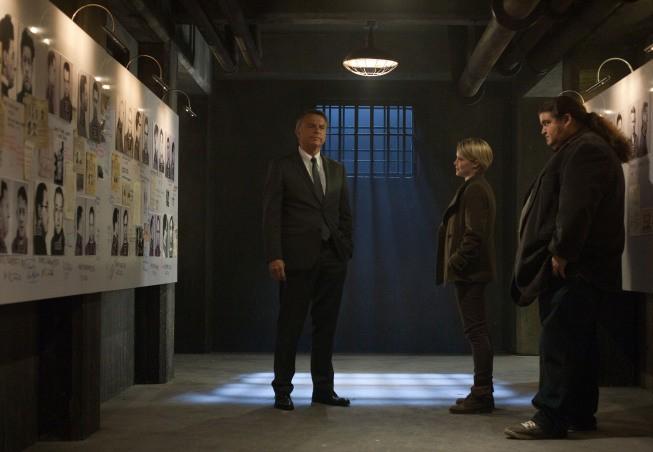 Alcatraz: Sam Neill, Jorge Garcia e Sarah Jones nell'episodio Cal Sweeney