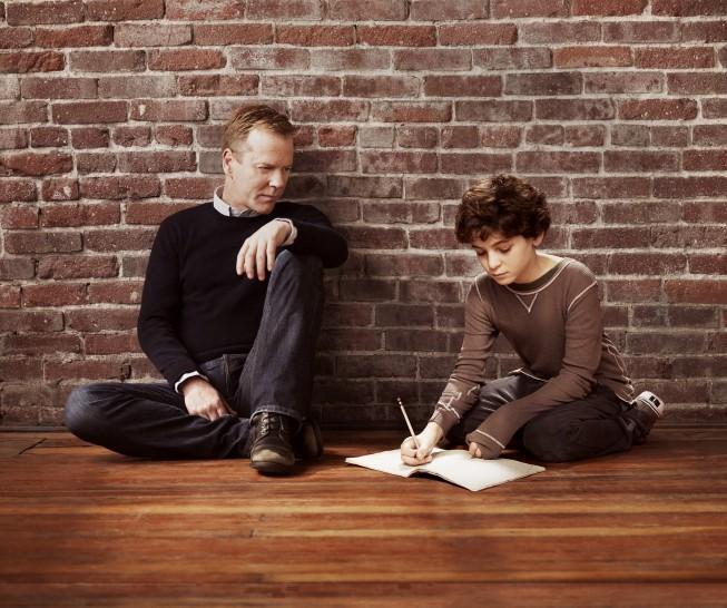 Kiefer Sutherland e David Mazouz in una foto promozionale di Touch